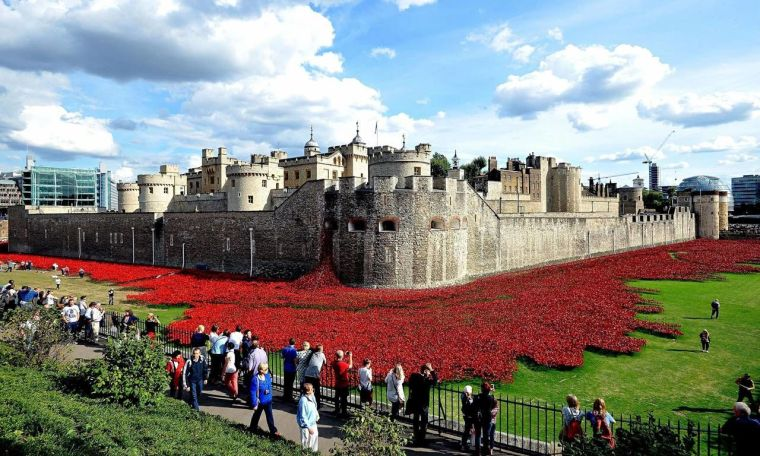 Blood-Swept-Lands-And-Seas-Of-Red-At-The-Tower-Of-London